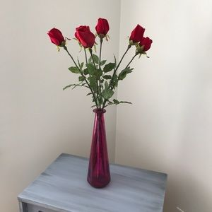 Accessories - Fushia pink vase with 6 red velvet roses